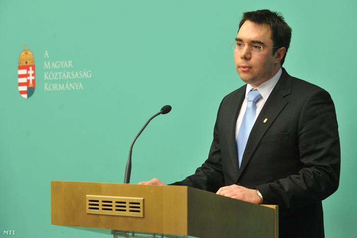 Bíró Marcell 2011-ben a KIM-ben a közigazgatási államtitkár kabinetfőnökeként
