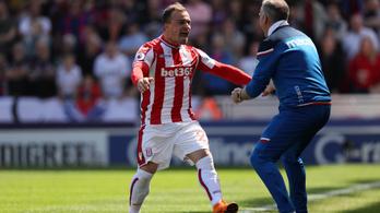 Shaqiri szédületesen nagy szabadrúgása sem tartotta a PL-ben a Stoke-ot