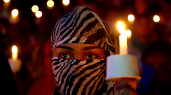 14 embert vettek őrizetbe Indiában egy kislány megerőszakolása és halálra égetése miatt