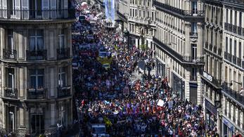 Tízezres tüntetés volt Macron ellen Párizsban
