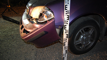 Két autót vittek el, mindkettőt összetörték