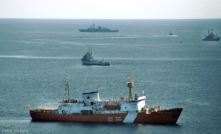 A kanadai parti őrség hajói a katasztrófa helyszínén