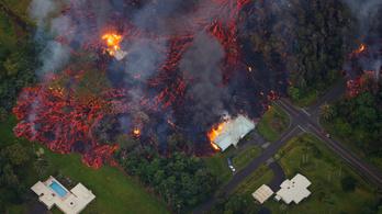 Házakat pusztított el egy vulkán tűzforró lávája Hawaiion