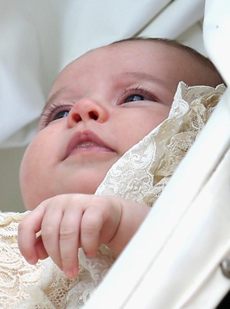 Sarolta a keresztelőjén így nézett ki.