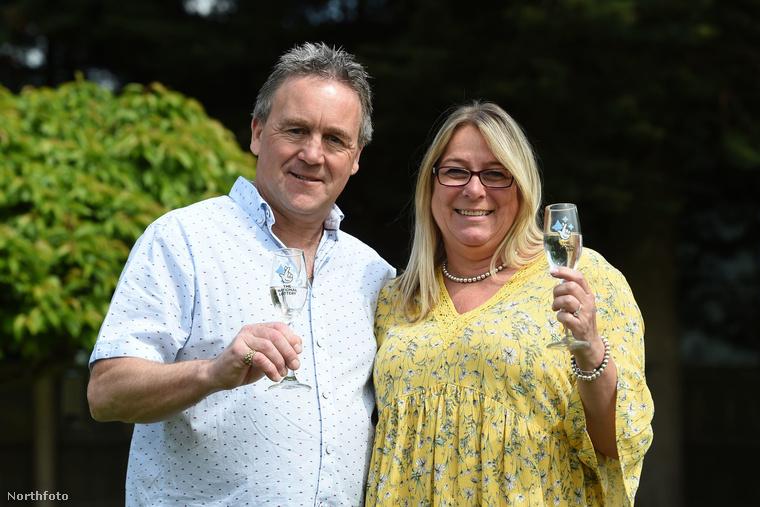 A fotón látható Sue Richards és Barry Maddox is csak egy teljesen átlagos középkorú házaspár voltak egészen 2016-ig...