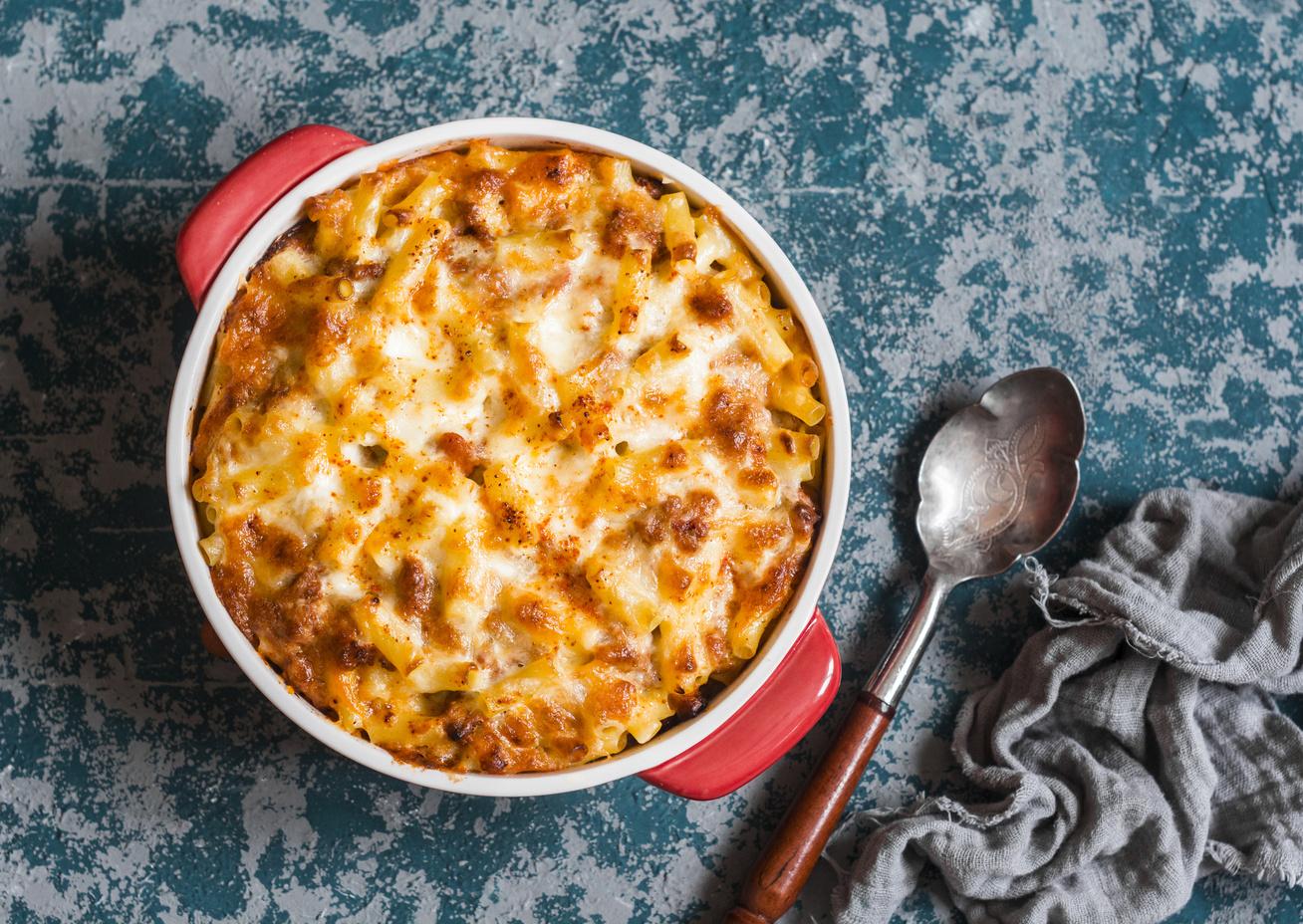 Paradicsomos makaróni a sütőből: sok fokhagymával és sajttal az igazi