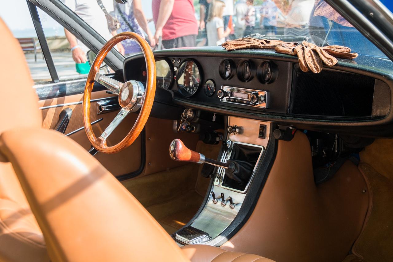 Igen, szerepelt már a Concours ajánlójában ez az autó, de a belét muszáj megmutatni, mert csodás: Alfa Romeo 1600 Junior Zagato 1974-ből. DOHC, öt gang, négy tárcsa, 109 LE, istencsászárság.