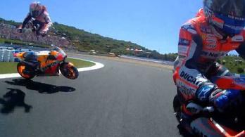 Mindenki a másikra mutogat a drámai MotoGP-ütközés után