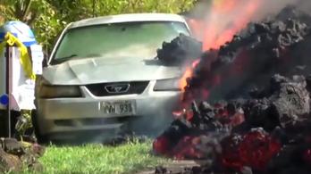 Ilyet se látsz minden nap: Mustangot eszik a láva Hawaiin