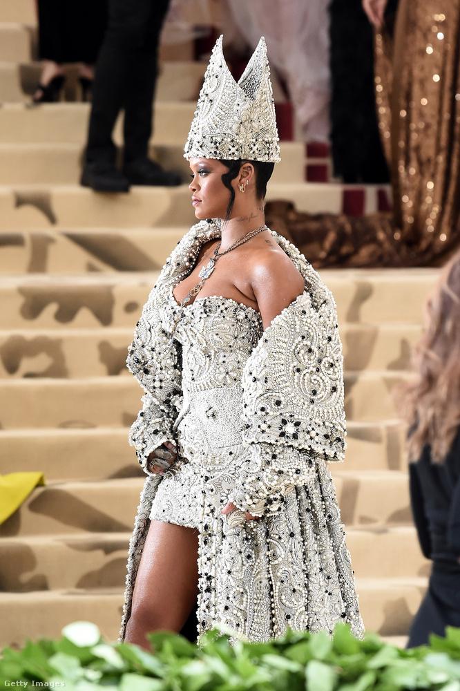 Rihanna szerepel ugyanis a bemutatás előtt álló Ocean's Eight című filmben, ami az Ocean's Eleven (Tripla vagy semmi) női szereplős verziója