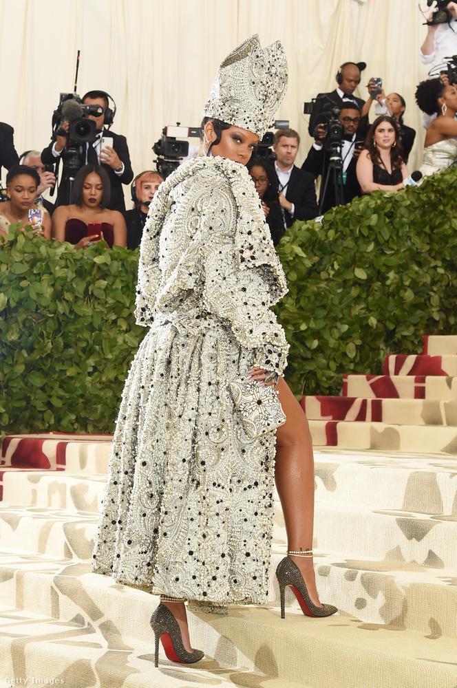 Köszönjük Rihannának, mindjárt mutatjuk a többieket is a Met-gáláról, de azért addig is nézzen bele a tavalyi bálon készült fotókba!