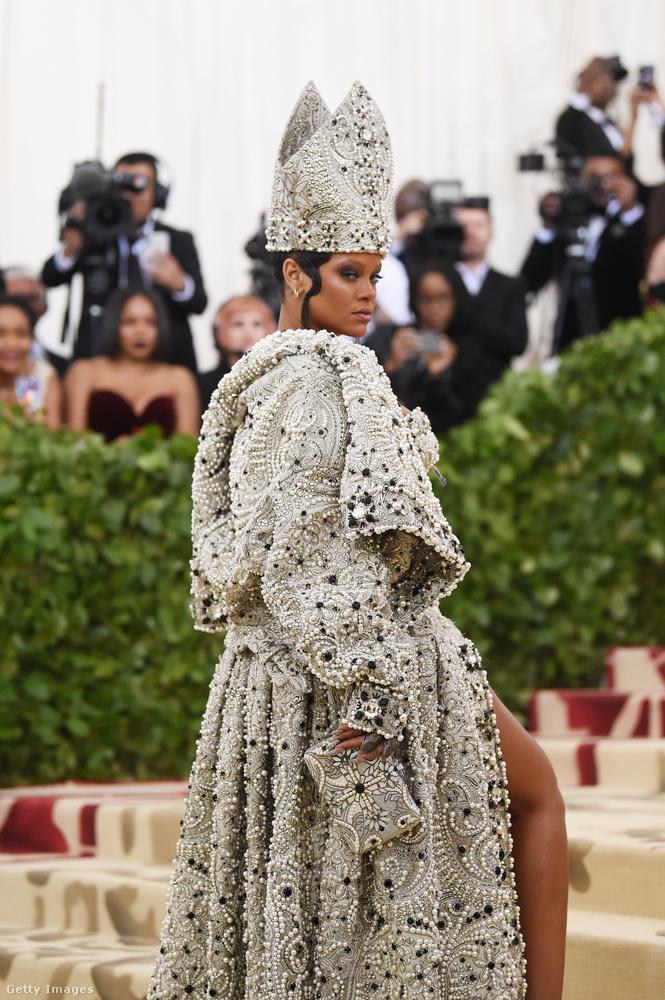 Azaz kb.Mennyei testek: divat és a katolikus képzelőerő.