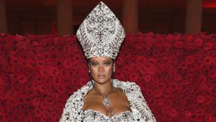 Rihanna szexi püspöknek öltözött a Met-gálán