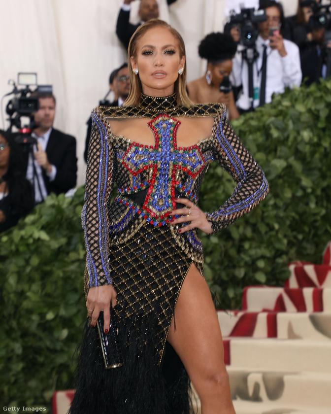 Inkább hasonlít a Las Vegas-i színpadon látható Jennifer Lopezre, mint a Guess-reklámban látható Jennifer Lopezre.