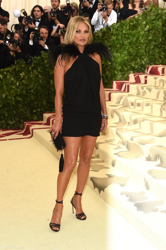 Kate Moss viszont egyértelműen az est egyik legrosszabbul öltözött híressége volt