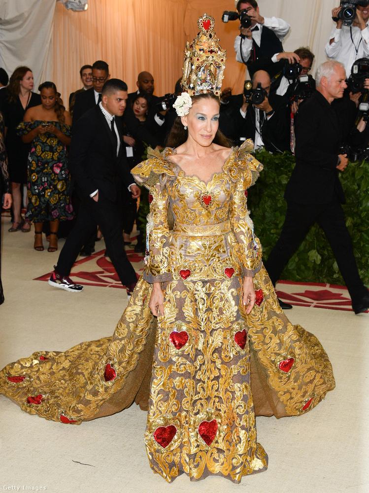 Hétfő este-kedd hajnalban megvolt New Yorkban az évi rendes Met-gála, azaz a Metropolitan Museum of Art divatintézetének, vagyik Costume Institute-jának bálja