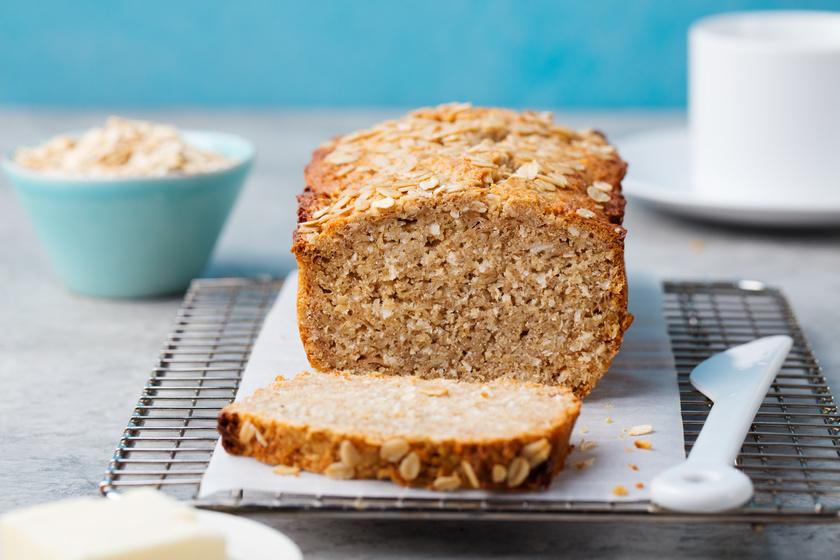 Az egyik leggyakoribb túlzás a szénhidrátok szélsőséges száműzése, amivel együtt a kenyér minden változata is tiltólistára kerül. Pedig a 100%-ig teljes kiőrlésű lisztből készült, rozsból, tönkölybúzából vagy kenyérsütéshez gyártott lisztkeverékekből előállított kenyerek jó minőségű szénhidrátforrásként a diétának is részei lehetnek.