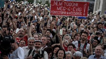 Élő közvetítésünk a Mi vagyunk a többség 3.0 tüntetésről a Kossuth térről