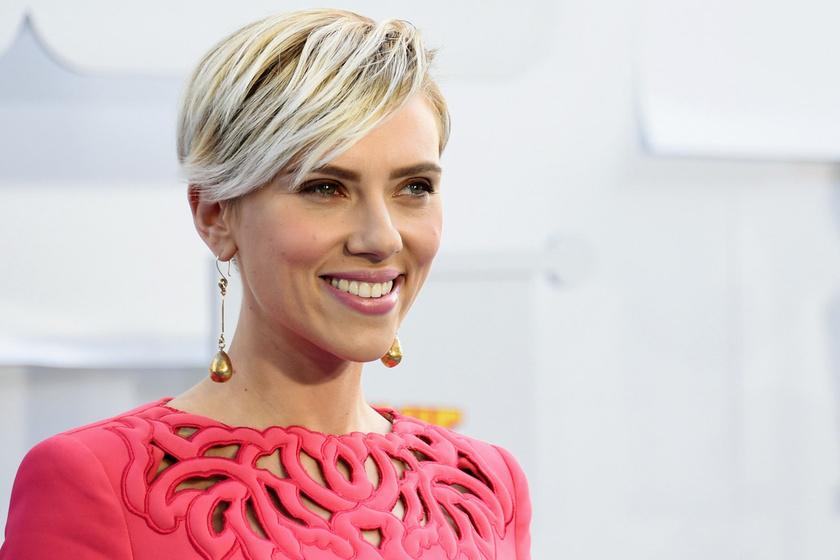 Jóképű pasi lett Scarlett Johansson ritkán látott ikertestvére – Hunter is ugyanolyan vonzó, mint a nővére