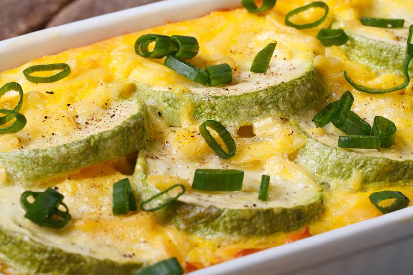Fantasztikus, dupla sajtos, cukkinis rakott krumpli - Szaftos, laktató, mégsem terheli meg a gyomrot