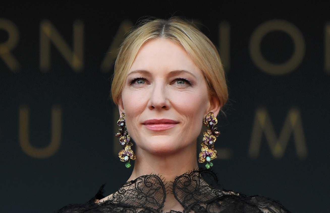 cate-blanchett-ugyanaz-a-ruha-cover