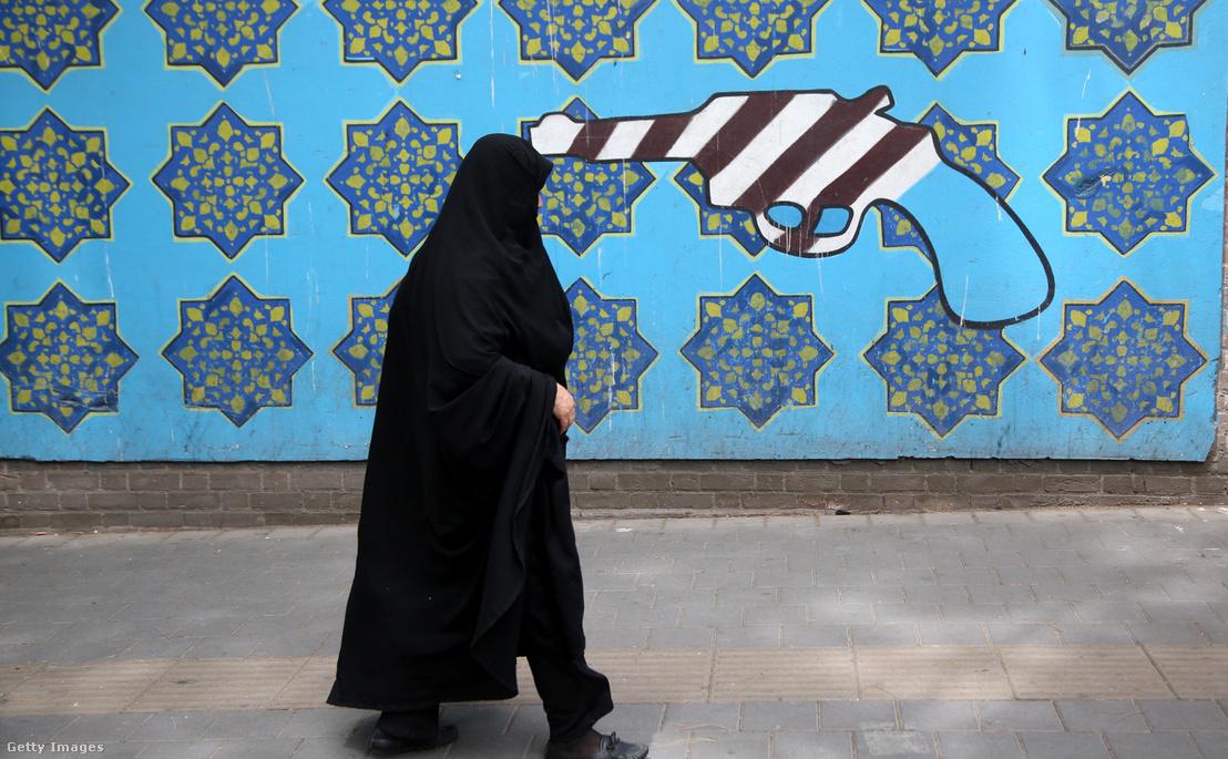 Teheráni utcakép Trump 2018 május 9-én Trump bejelentése után