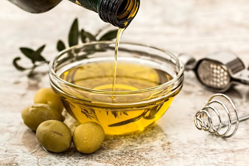 A legtöbb olívaolaj közvetlen fogyasztásra alkalmas, így kiváló alapanyaga lehet egy finom salátának. Emellett készülhet belőle majonéz vagy egy könnyű mártogatós is, bármilyen pirított pékáru vagy fűszeres édesburgonya mellé.