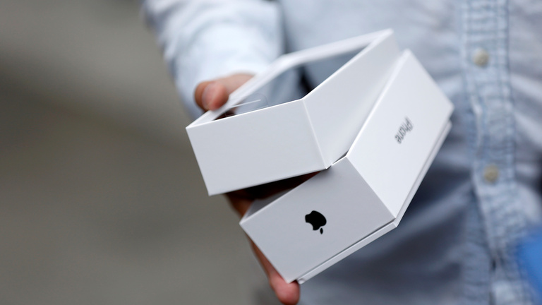 Nyomott áron kapnak iPhone X-et a képviselők