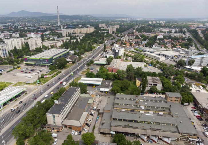 A III. kerületi Szentendrei út és Bogdáni út kereszteződése és annak környéke 2018. május 9-én.
