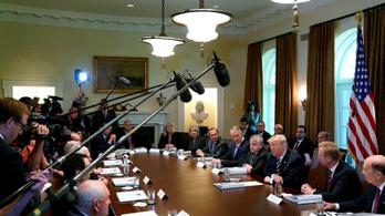 Trumpban felmerült, hogy kitiltja a kritikus sajtót a Fehér Házból