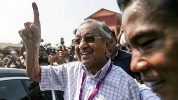 Malajzia: a 92 éves exkormányfő nyerte a választást