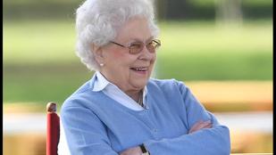 II. Erzsébet királynő megtekintette a lóversenyt