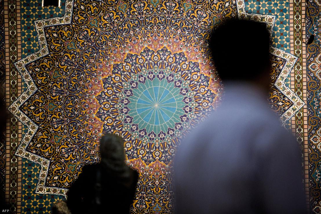 Kézzel csomózott perzsaszőnyegek Teheránban