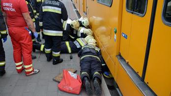 Villamos alá szorult egy férfi Budapesten