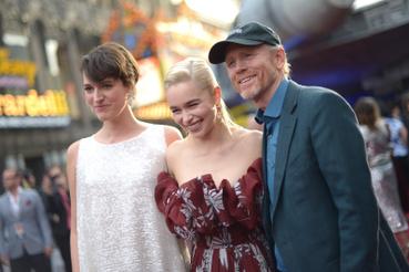 Phoebe Waller-Bridge (L3-37-es robot), Emilia Clarke (Qi'ra) és Ron Howard rendező.