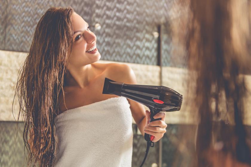 Te a hajad melyik részét szárítod meg először? 4 hiba, amitől szárazak és töredezettek lesznek a tincsek