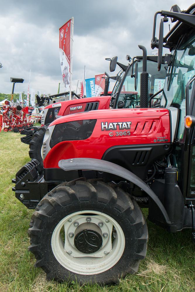 A Hattat traktorok meg Törökországból jönnek, ez a cég a Valtrával működik együtt