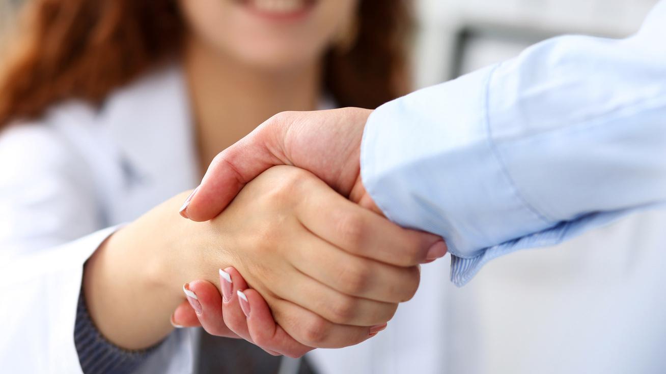 Milyen a kézfogásod? Ez és más külső jegyek is árulkodnak a pajzsmirigybetegségről