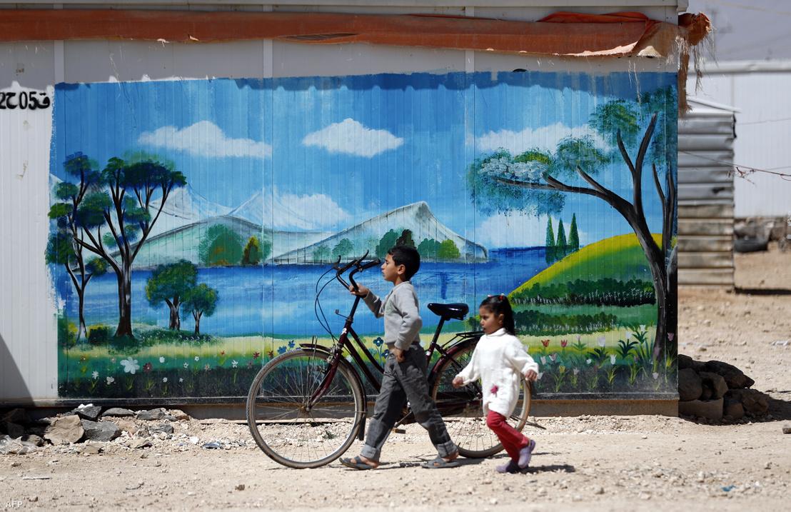 Gyerekek az al-Zaatari menekülttáborban