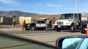Két iskolai lövöldözéshez riasztották a rendőröket egy kaliforniai városban