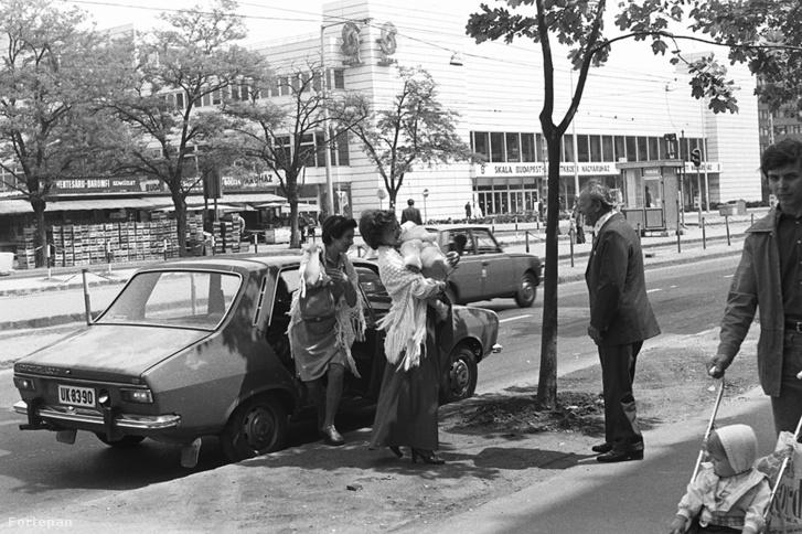 Október huszonharmadika (Schönherz Zoltán) utca, szemben a Skála Budapest Szövetkezeti Nagyáruház, 1984
