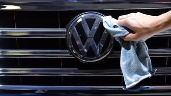 A Volkswagen 411 ezer autót hív vissza