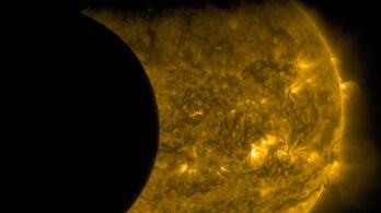 Hiába erőlködnek a tudósok, amíg 800 ezer magyar szerint a Nap kering a Föld körül
