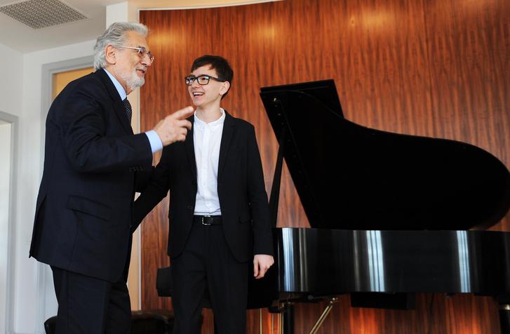Plácido Domingo és Boros Misi, a Virtuózok ifjú tehetsége