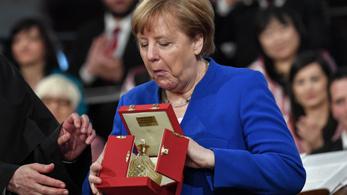 Béke lámpása-díjat kapott Angela Merkel