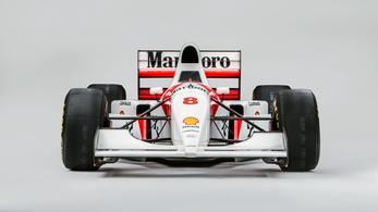 Senna kocsija most is működik, milliárdot adtak érte
