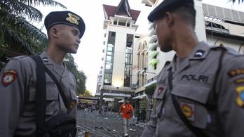 Keresztény templomoknál robbantottak öngyilkos merénylők Indonéziában