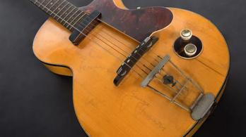Elárverezik George Harrison kedvenc gitárját