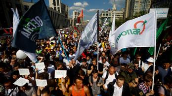 Nagyon hülye indokkal állítottak elő tüntetőket az orosz rendőrök
