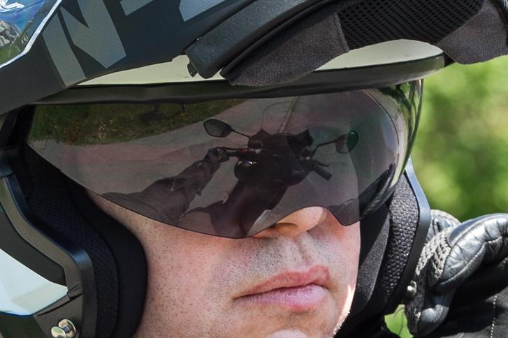 Az én orromat birizgálja a napszemüveg, de vésztartaléknak jó így is